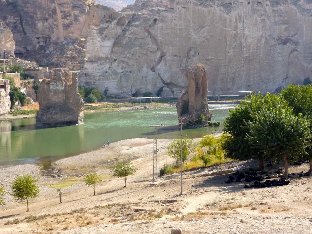 Blick von der neuen Tigris Brücke auf die alte Tigris Brücke