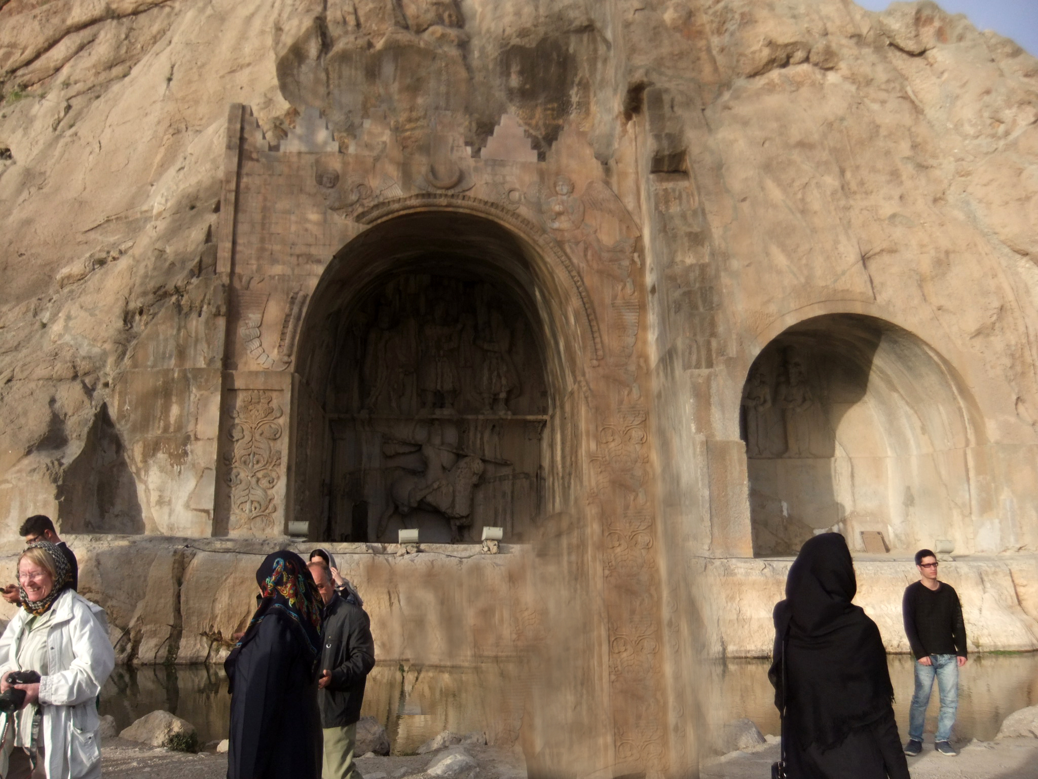 Eein kunstvolles Ausflugsziel, die Grotten von Taq-e Bostan, Iran