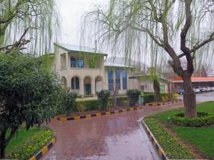 Abfahrt im Regen von Kermanschah